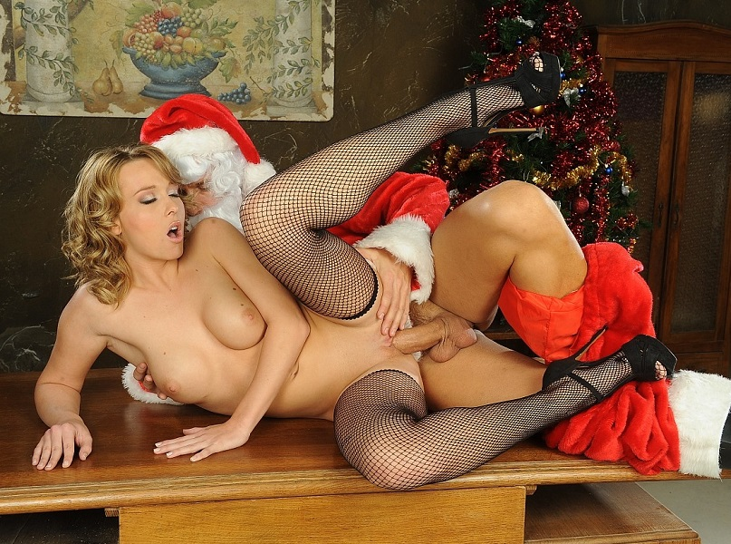 santa-having-sex-videos-ugly-blonde-naked-girl