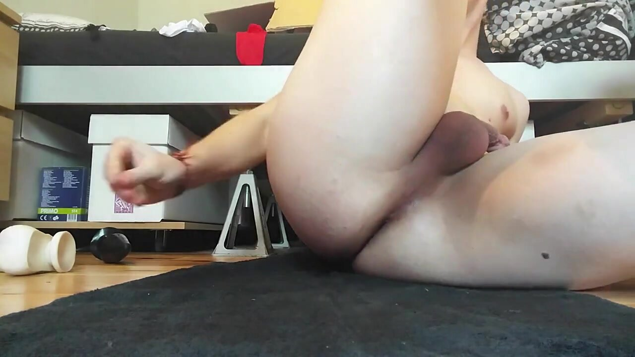 Playing with dildo toys, jerking and cumming from clitty