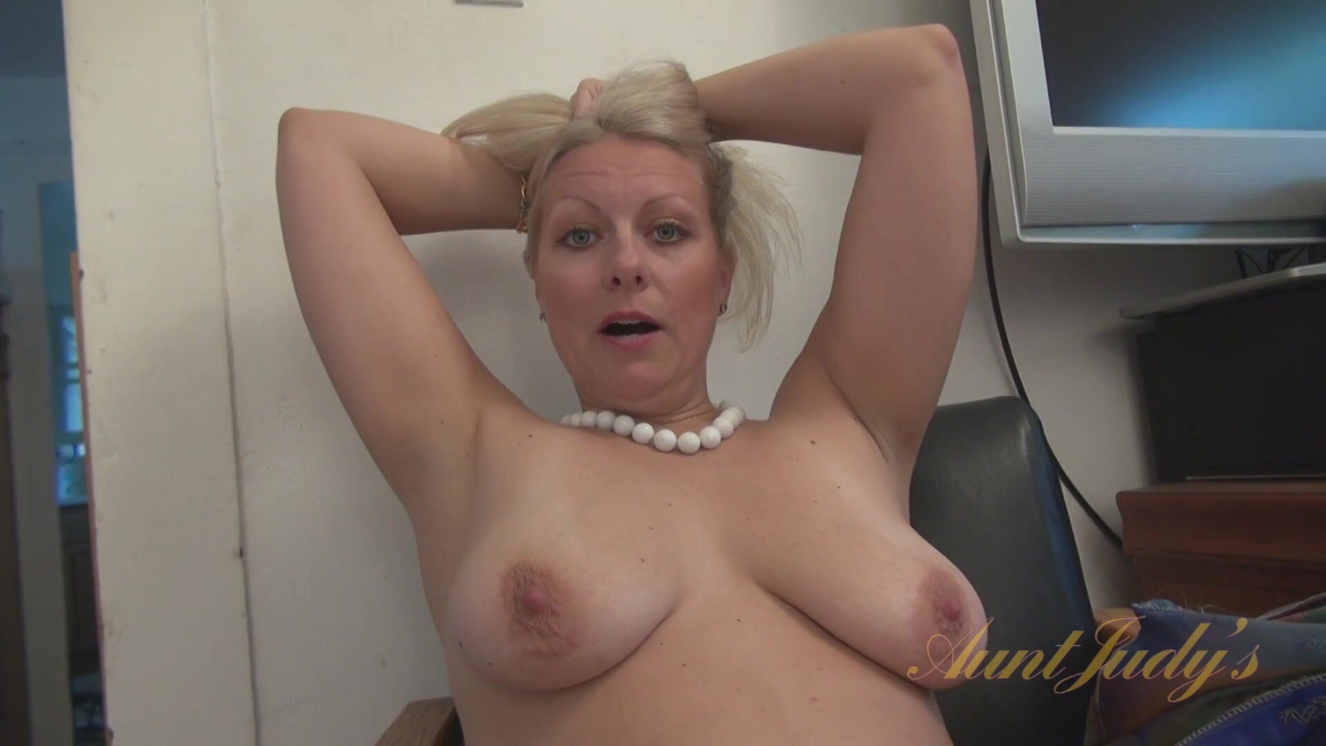Interview With Naked Mom - Zoey Tyler